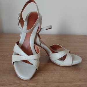 Sofft Off-white criss cross heels, size 7.5 M